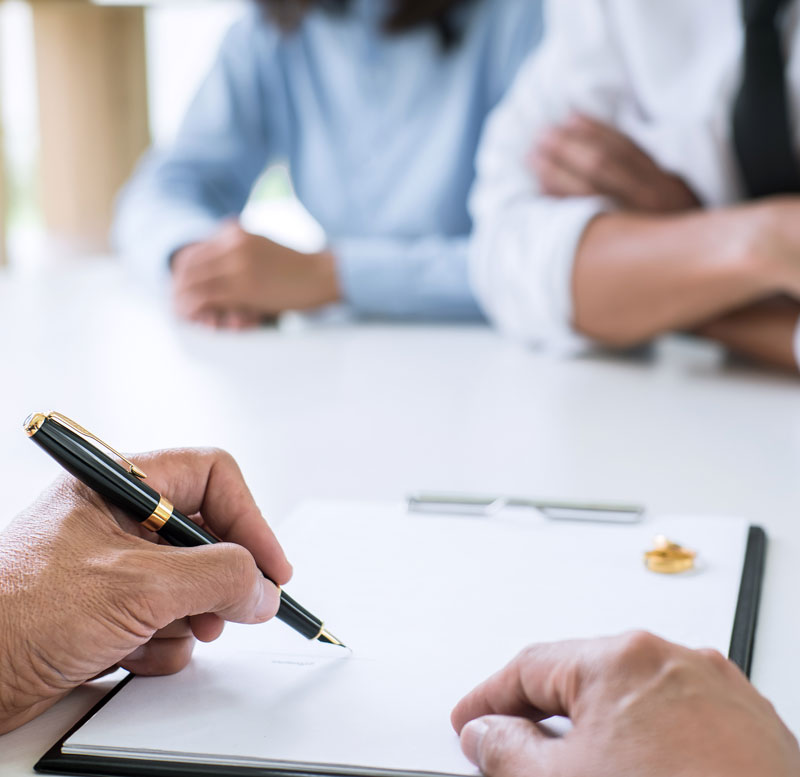 Calgary Divorce Lawyer discussing Collaborative Divorce
